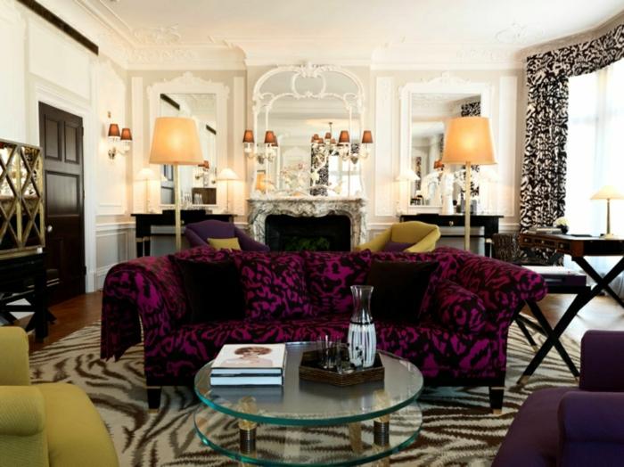 muebles salon, salón elegante con muebles en estampados, cortinas en blanco y negro, mesa de cristal oval