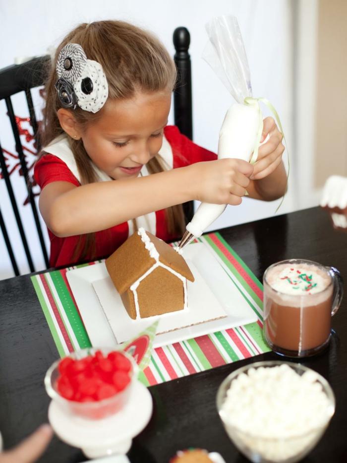 receta galletas mantequilla, manualidades para niños navidad, casa de jengibre, mesa de galletas con canela