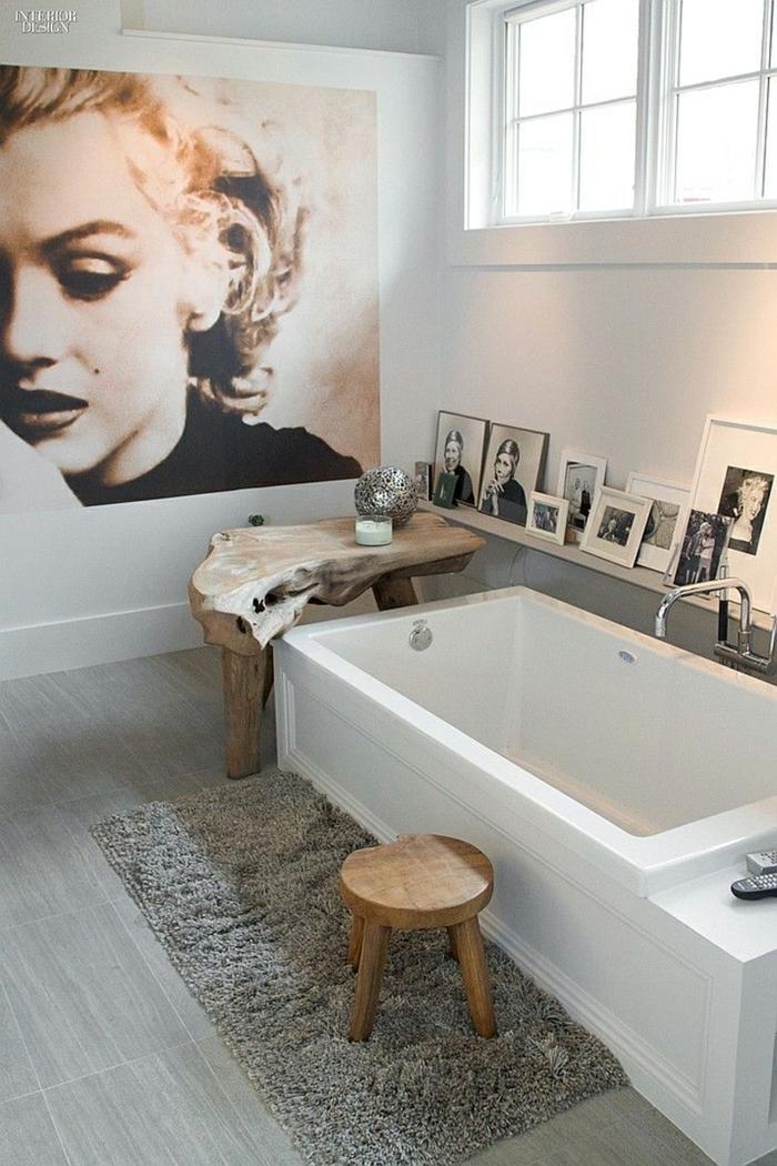 baños modernos, baño grande, bañera rectangular, foto grande en blanco y negro, retrato marilyn monroe, tapete gris