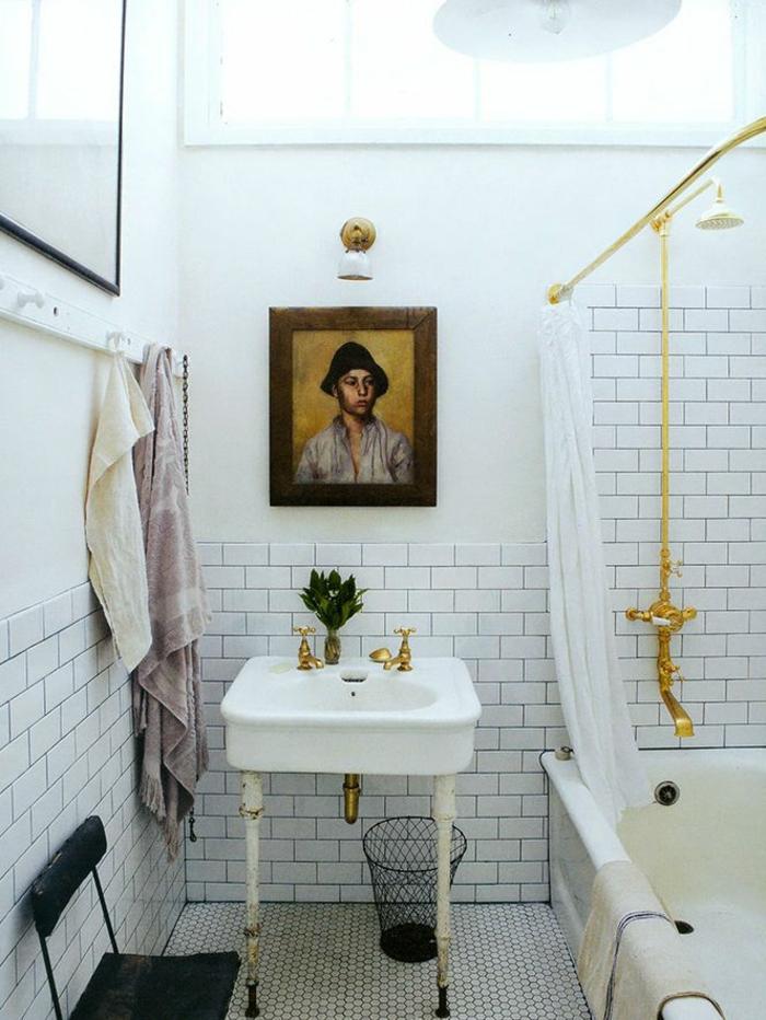 baños modernos, baño pequeño con ladrillo visto, decoración eclectica, retrato de muchacho sobre el lavabo