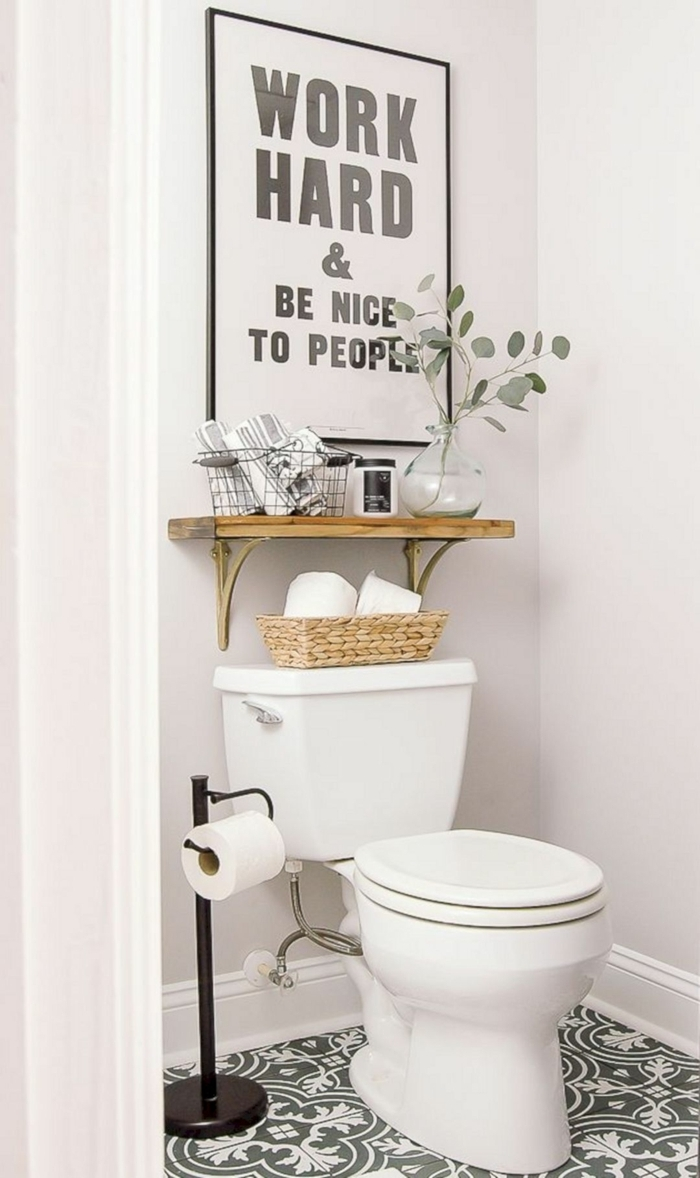 baños modernos, baño pequeño, decoración de pared con póster laminado, frase motivadora, suelo con azulejos