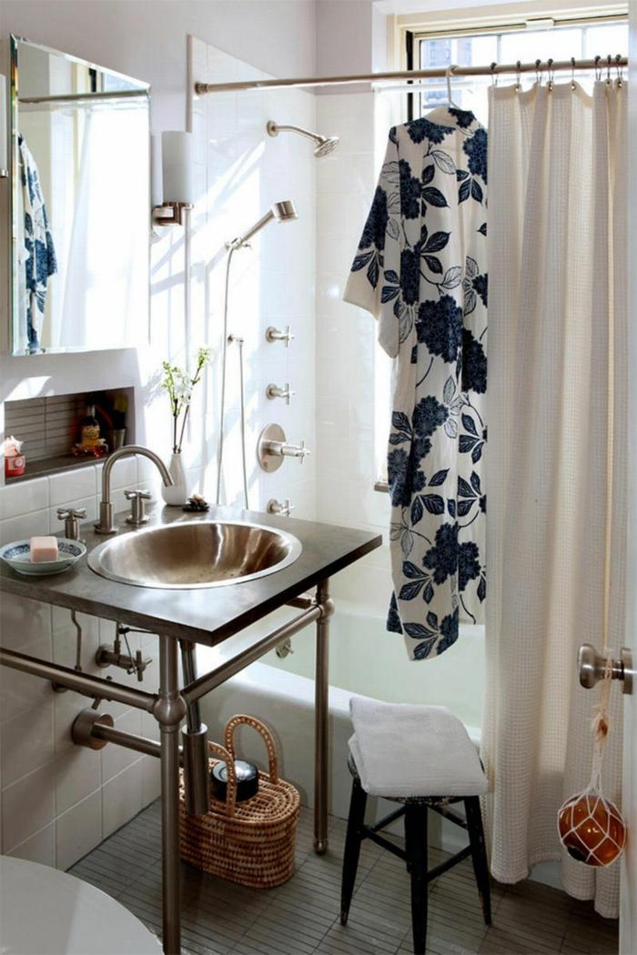 baños pequeños, cuarto de baño en estilo bohemio con decoración en motivos florales, optimización de espacios