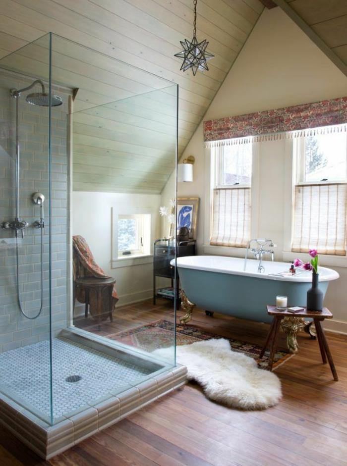 baños pequeños, ideas de baños eclécticos, bañera vintage, alfombra clásica, decoracion en estilo bohemio