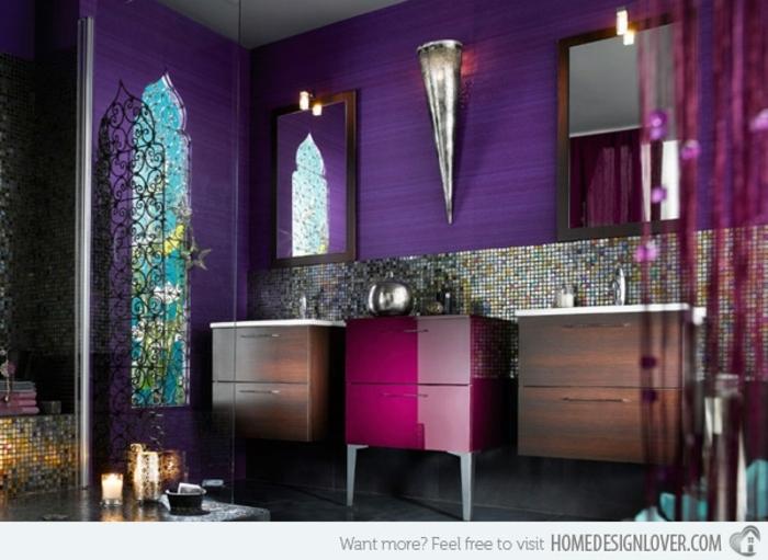 baños pequeños, cuarto atrevido en colores llamativos, paredes en lila saturado, elementos orientales