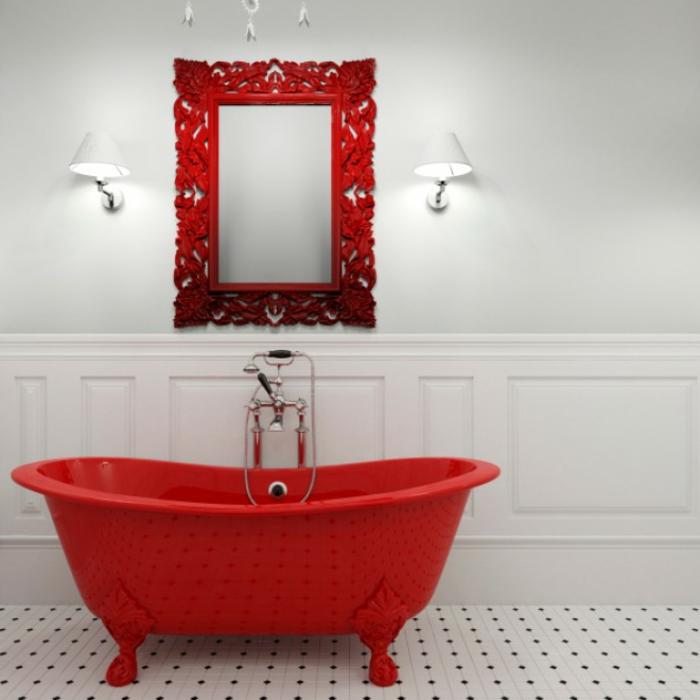 decoracion de baños, idea atrevida, baño en blanco con azulejos en puntos negro, bañera y espejo vintage en rojo