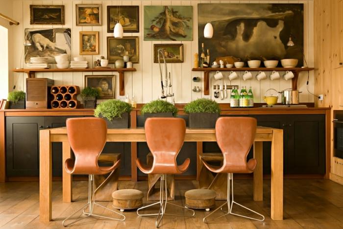 decoracion salon, comedor con muebles de madera y colores terrosos, decoración en estilo bohemio en las paredes
