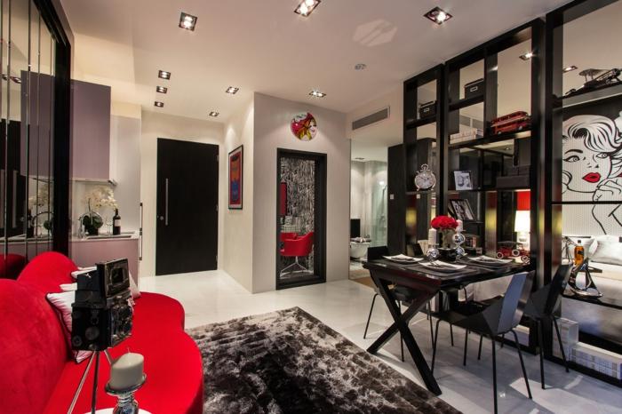 sillas vintage, salón moderno con detalles de los años 80, sofá tapizada en terciopelo rojo, detalles en negro