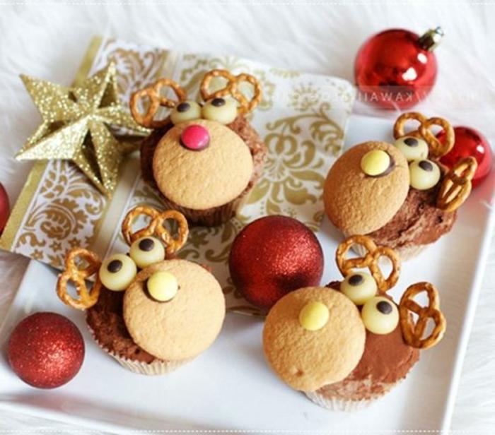 como hacer galletas de navidad, manualidades originales navideñas, pequeños ciervos hechos de muffins y galletas