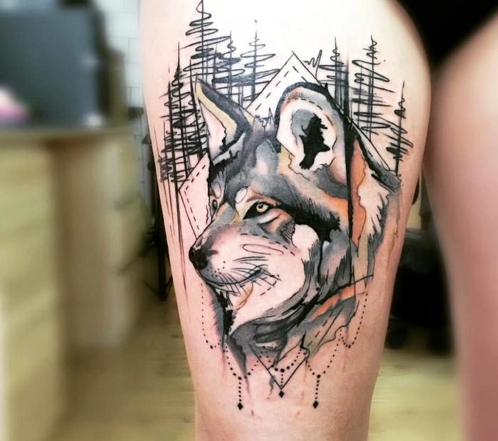 dibujos de lobos, tatuaje en cadera para mujeres, cabeza de lobo en un bosque, negro, gris y naranjado, estilo acuarela