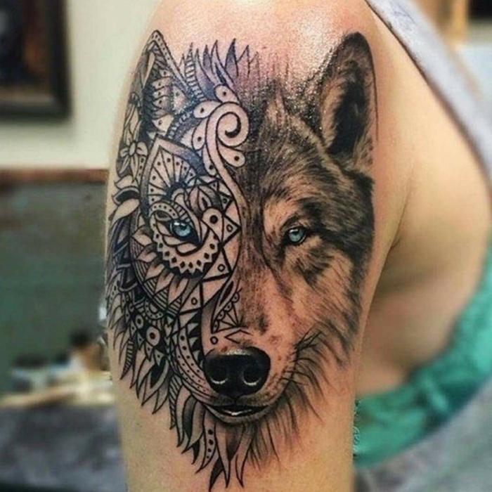 mejores tatuajes, tatuaje en el brazo para mujer, cabeza de lobo, attuaje en dos estilos diferentes, ojos azul claro