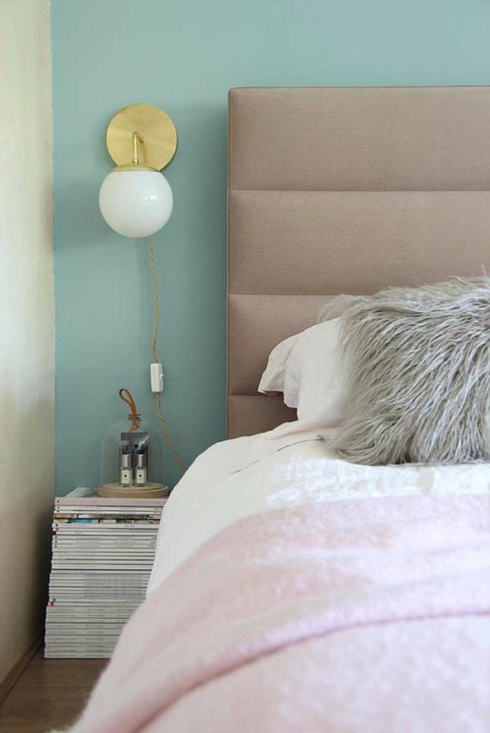 como pintar una habitacion, combinación de colroes elegante, pared en color menta, cama en beige y cobijas en color rosa