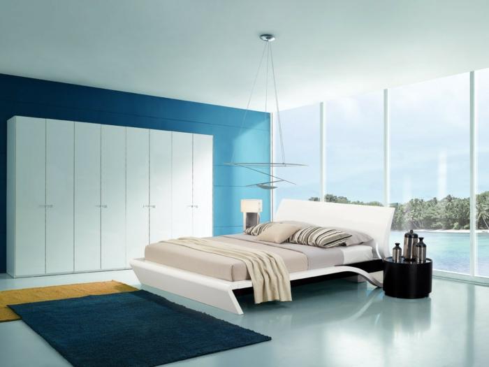 colores para habitaciones, dormitorio espacioso en tonos frios, grande armario en blanco, ventanales con vista al mar