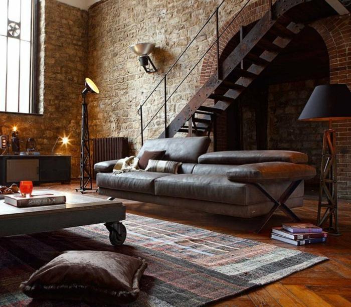 salones vintage, escalera de metal, salon espacioso en estilo industrial, mesa de madera en ruedas