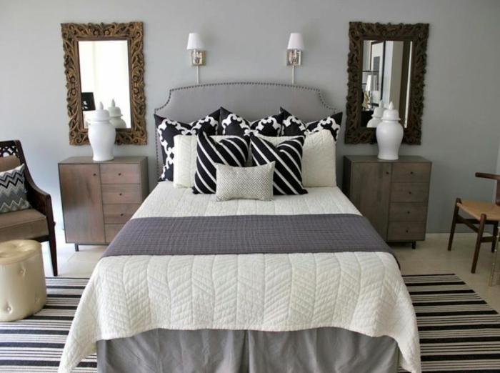 dormitorios matrimonio modernos, dormitorio moderno, con dos espejos vintage, cama en gris, alfombra en rayas