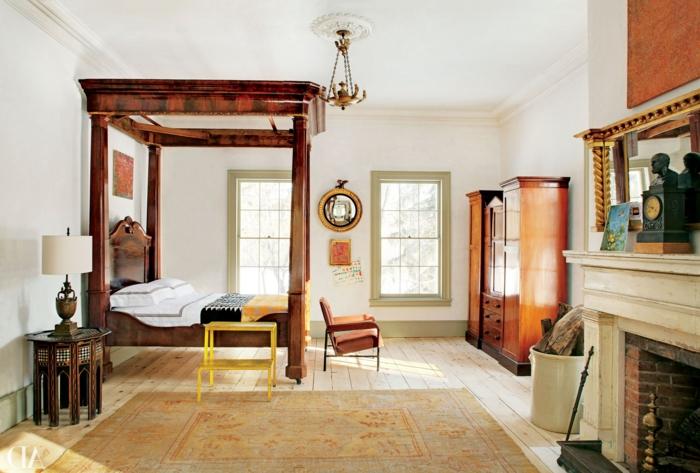 dormitorios matrimonio modernos, tendencias en los muebles 2018, grande dormitorio con cama de madera de marco alto