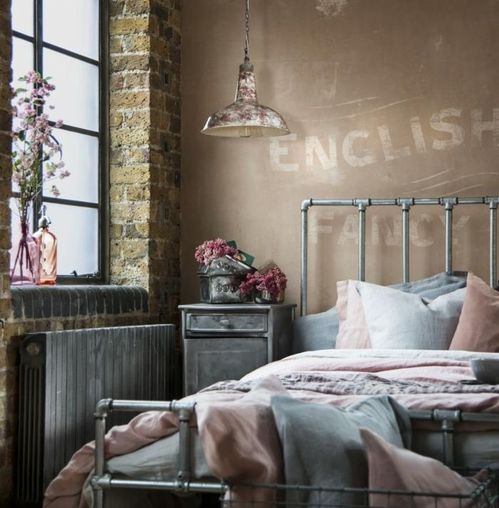 ideas para decorar una habitacion, precioso dormitorio en estilo moderno con toque industrial, paredes en beige con letras