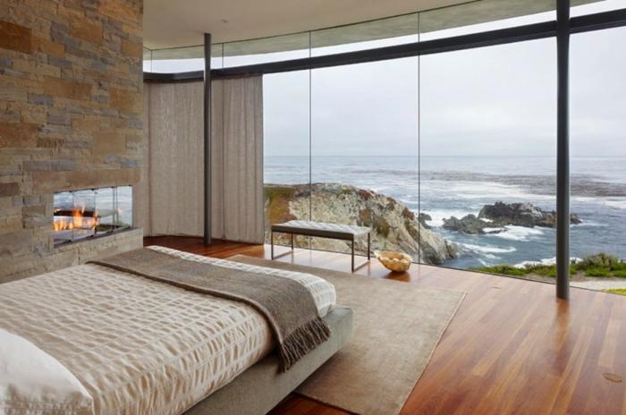 dormitorios modernos, grande habitación con vista al mar, techo de parquet, paredes de piedra, colores cálidos y terrosos