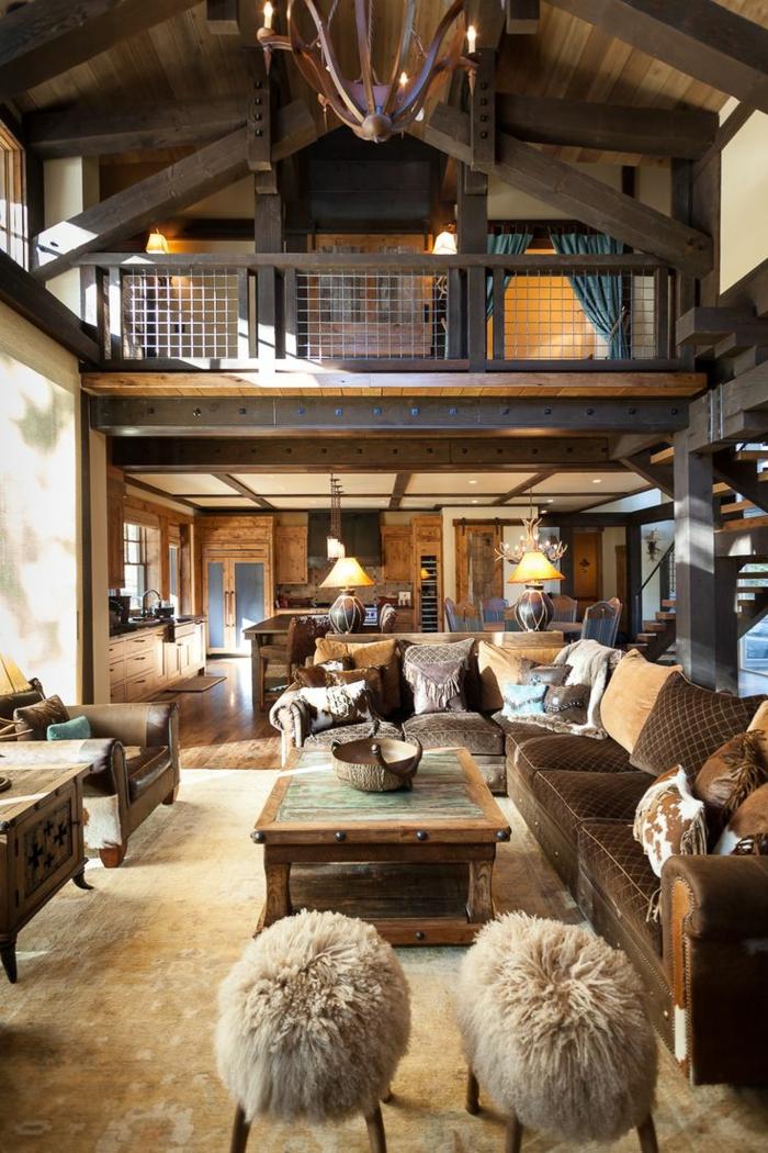 cabañas de madera, ideas de interiores en estilo rústico, salón en marón y beige, colores terrosos, cabaña en dos plantas