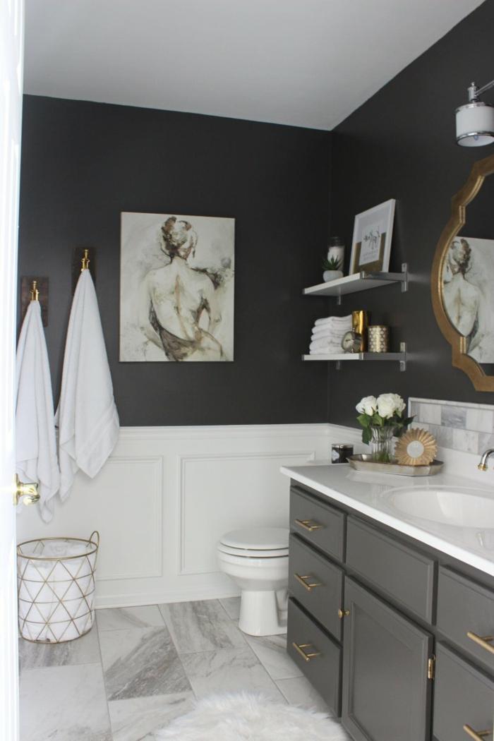 cuadros decorativos, baño en blanco y gris, suelo de mármol, decoración con boceto de una mujer desnuda de espaldas