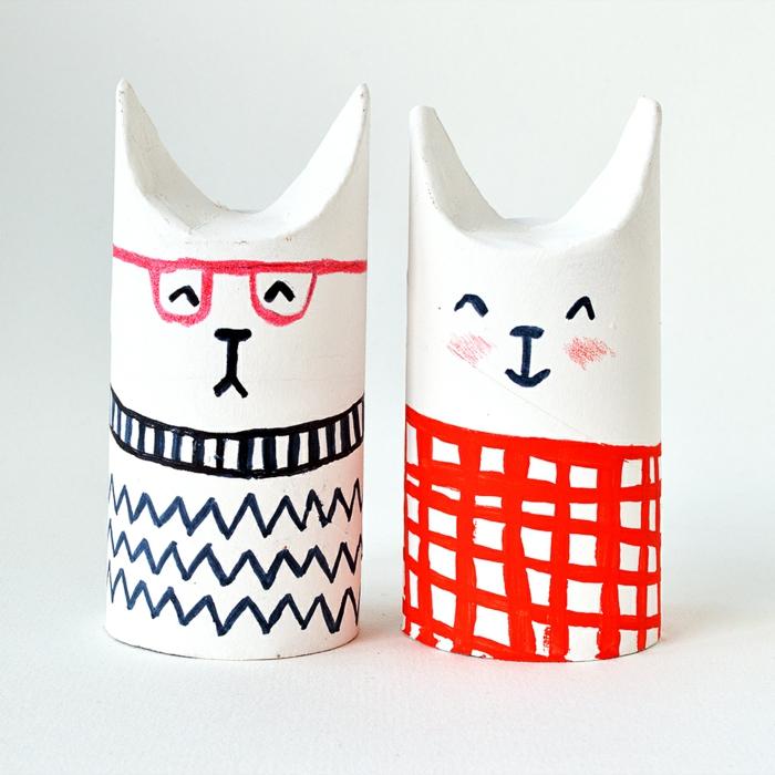 manualidades con carton, decoracion para niños, conos de papel higiénico convertidos en gatos con caras dibujadas