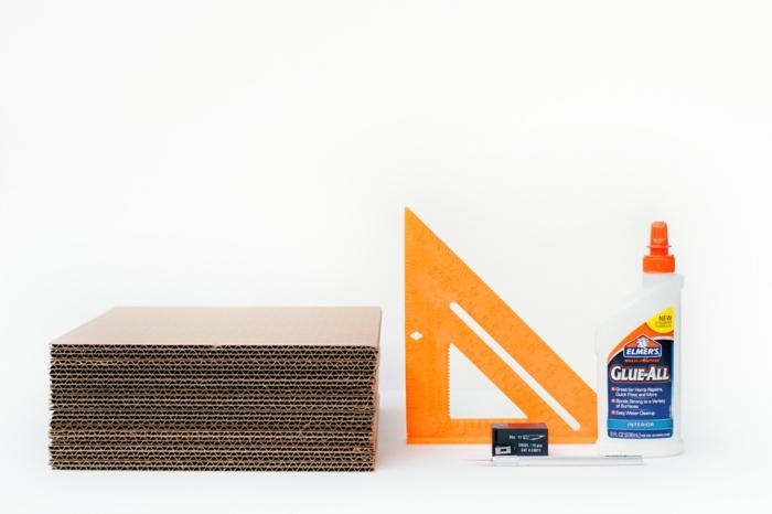 manualidades con carton, pegamento, regla, cutter y cartón, materiales necesarios para hacer un organizador de escritorios