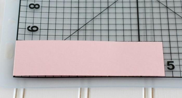 manualidades con carton, primer paso para hacer una bolsita de regalo en rosa de cartulina, manualidades para regalar, tutorial paso a paso
