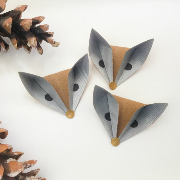 mariposas de papel, decoración de otoño hecha con cartulina, cabezas de zorros con ojos, manualidades para niños