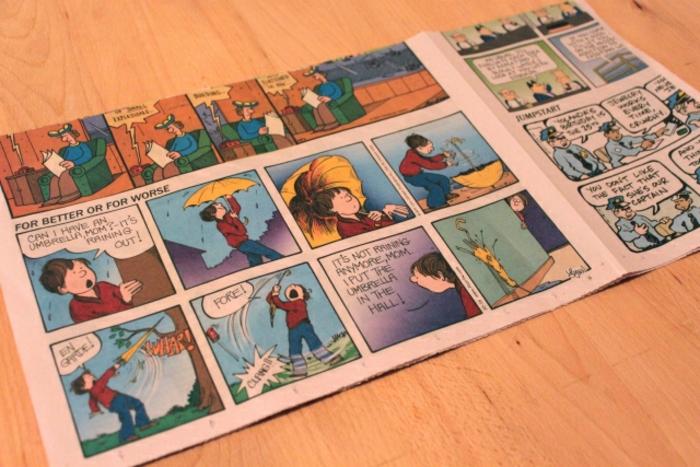 manualidades paso a paso, tutorial para hacer bolsas de regalo con hojas de periódico o comic viejo, paso a paso