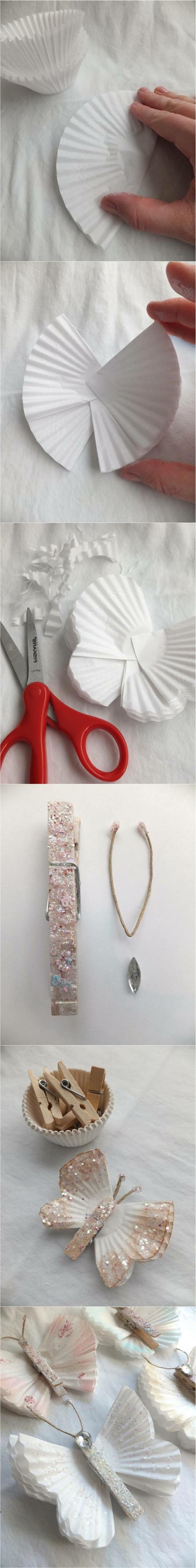 manualidades con papel de periodico, mariposas hechas con papelitos de magdalenas, pinzas de madera y purpurina, tutorial paso a paso