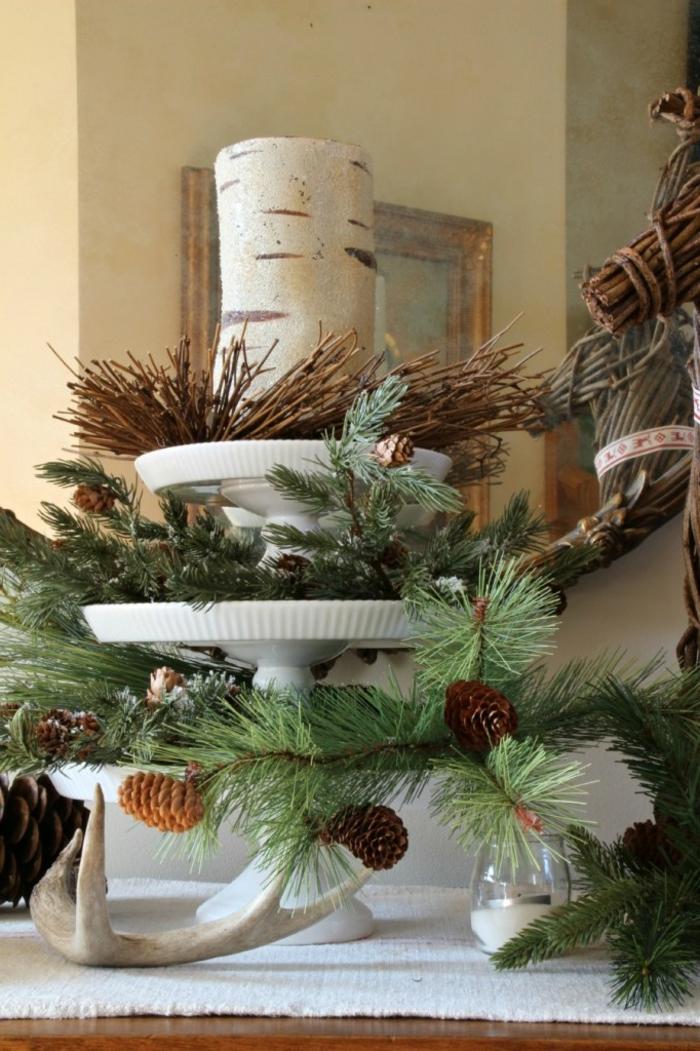 mesa de navidad, propuesta de centro de Navidad DIY con leña, piñas y ramas de pino
