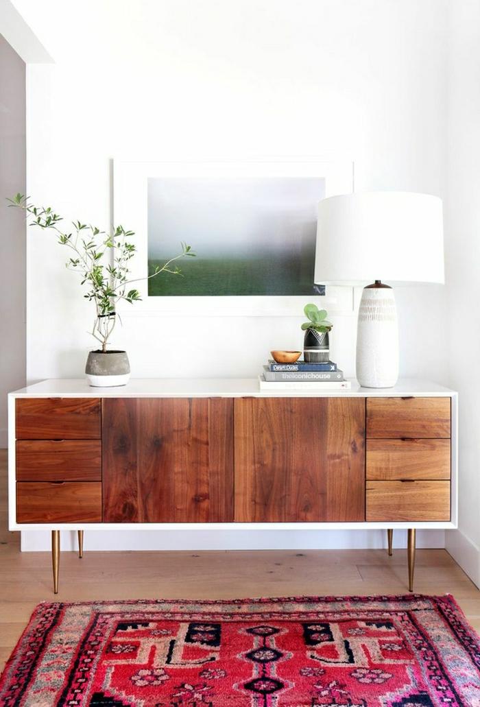 recibidores pequeños, vestíbulo con tapete rojo, mueble auxiliar de madera con encimera blanca, cuadro impresionista