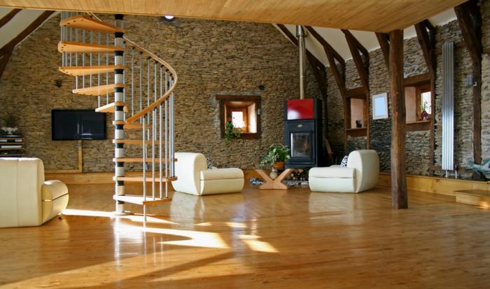 pared de piedra, salón moderno con sillones y chimenea, escaleras de caracol, paredes de piedra altos con vigas de soporte