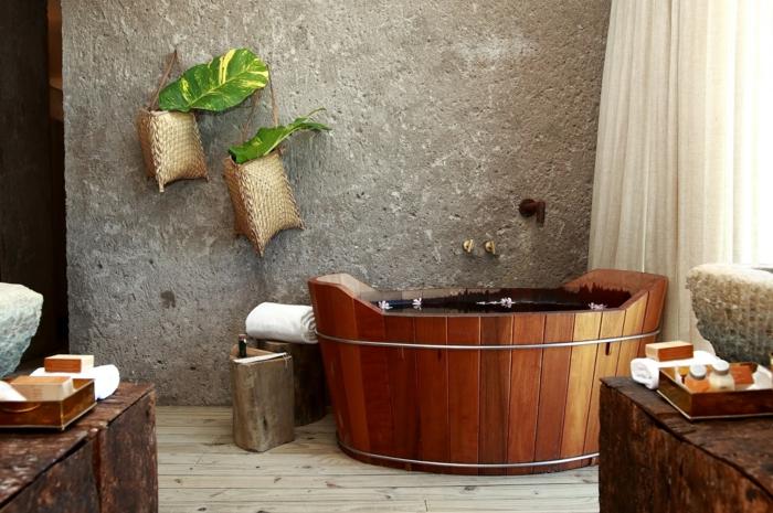 panel piedra, baño estilo rústico orientas con bañera de madera, pared de granito gris, suelo de tarima
