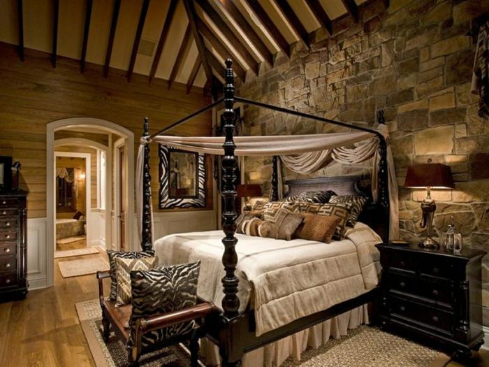 panel piedra, dormitorio en estilo rústico, pared de piedra, techo con vigas, cama doble con dosel