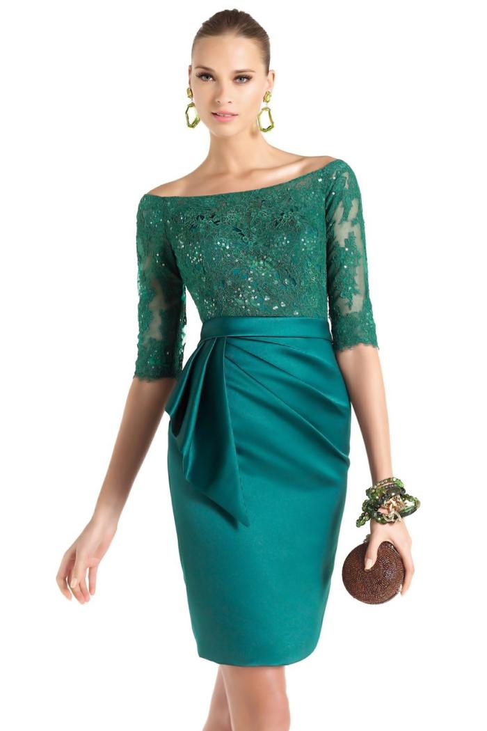 vestidos nochevieja, vestido en color moderno de satén y encaje, joyas grandes modernas, pelo recogido en moño