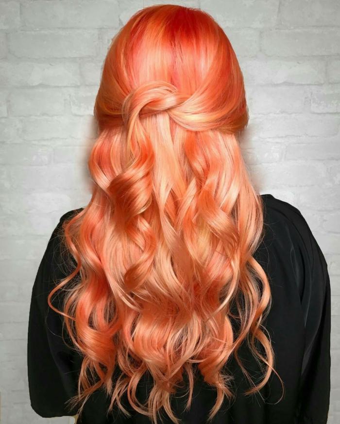 peinados para fiesta, cabello largo rizado color pelirojo,semirecogido facil y bonito, propuesta para Nochevieja