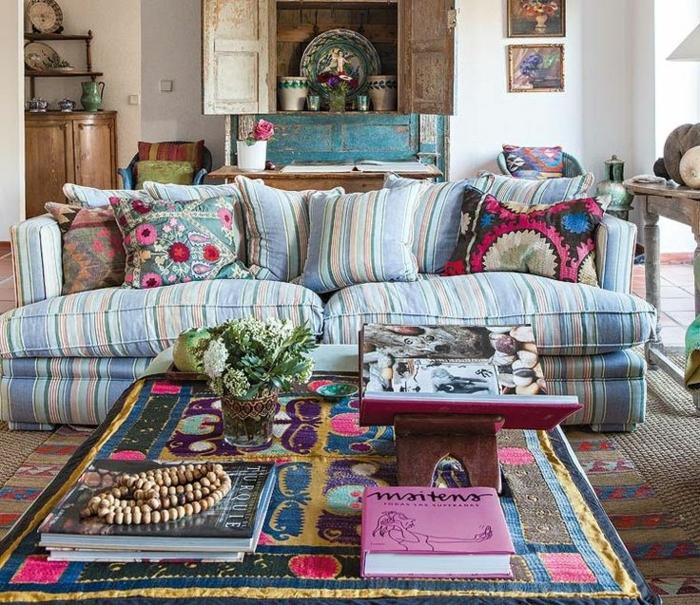 decoracion de salones pequeños, propusta acogedora, muebles vintage, decoración en colores pastel