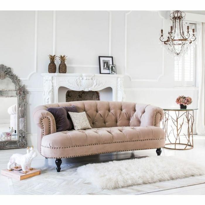 decoracion de salones pequeños, salón moderno en blanco con sofá vintage en capitoné, ornamentos vintage
