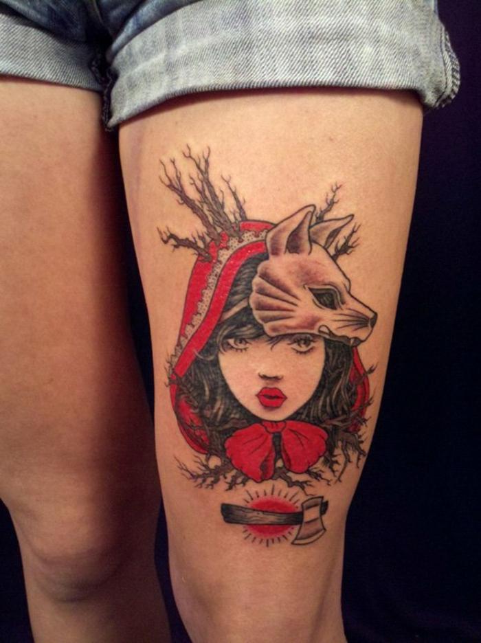 tatuajes antebrazo mujer, tatuaje grande de colores, cadera mujer, estilo manga, motivos de la caperucita roja, niña y mázcara con cabeza de lobo
