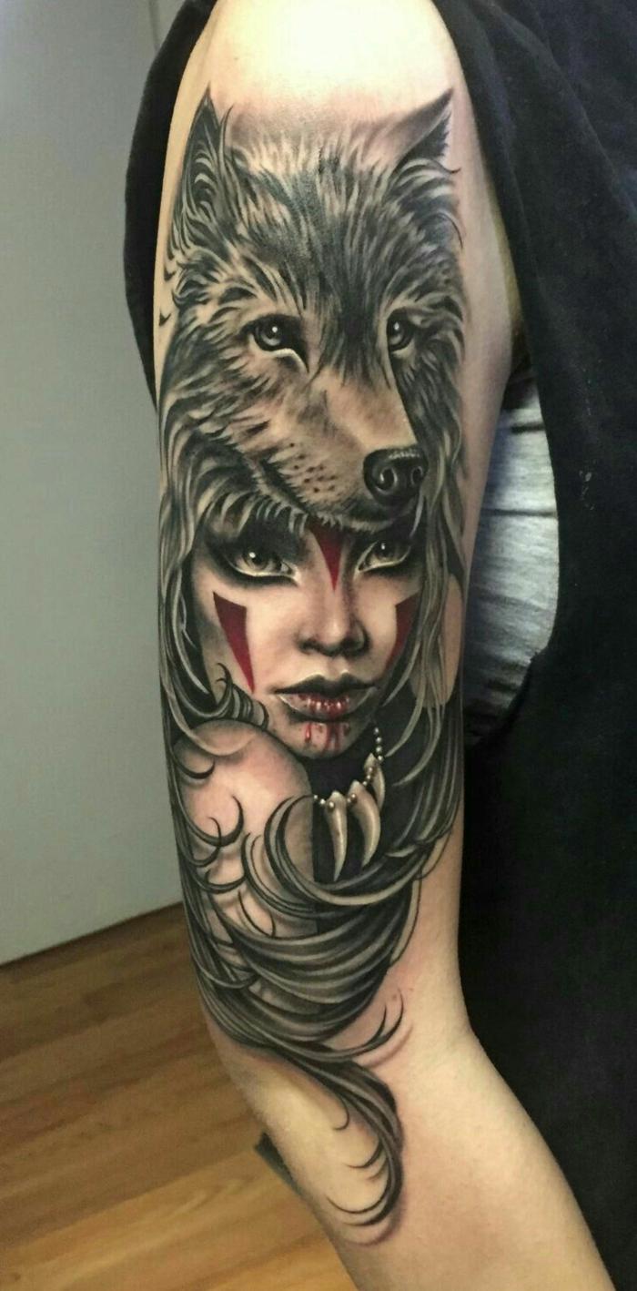 tatuaje hombre, tatuaje brazo en negro y rojo, mujer vampira con disfraz de cabeza de lobo y collar de dientes de lobo