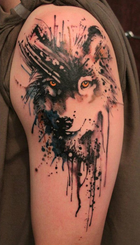 mejores tatuajes, tatuaje en el brazo para hombres y mujeres, cabeza de lobo en colores, tatuaje estilo acuarela