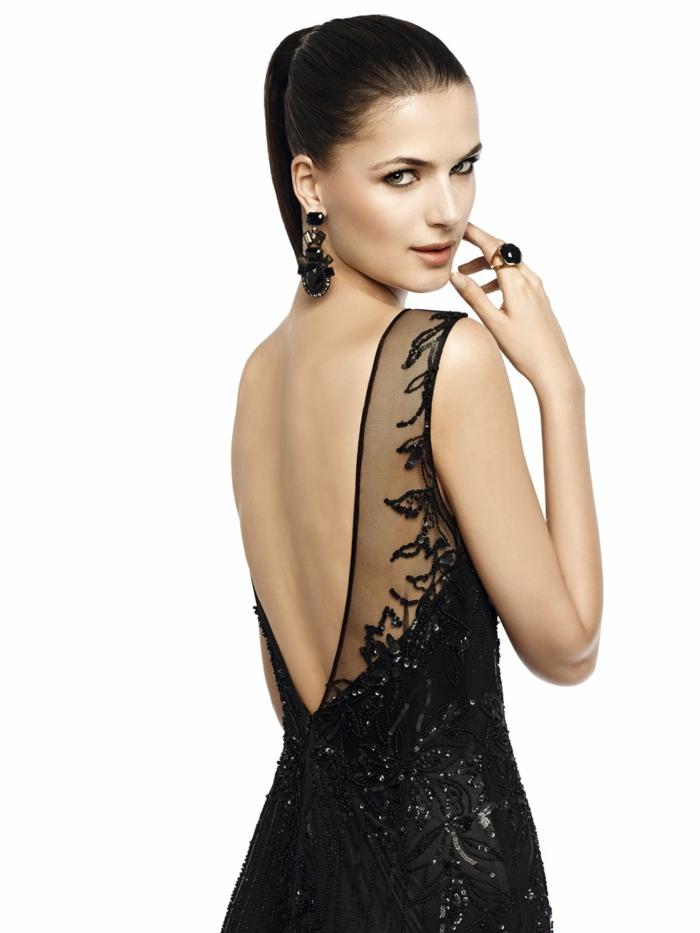 vestidos de noche, vestido sofisticado en negro con espalda descubierta, grandes pendientes con ornamentos, vestido con lentejuelas