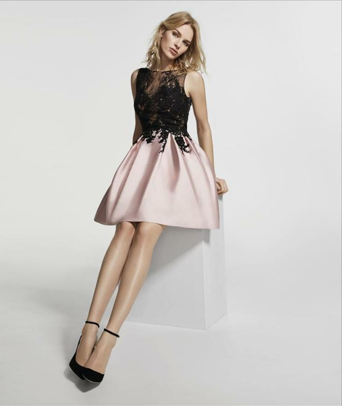vestidos de noche, vestido de satén y encaje, combinación elegante de negro y color rosa, zapatos elegantes con correas finas en los tobillos