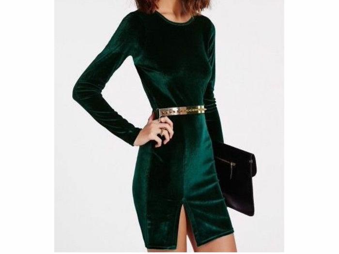 vestidos largos de fiesta, vestido de terciopelo en verde con hendidura, cinturón en dorado y bolso en negro