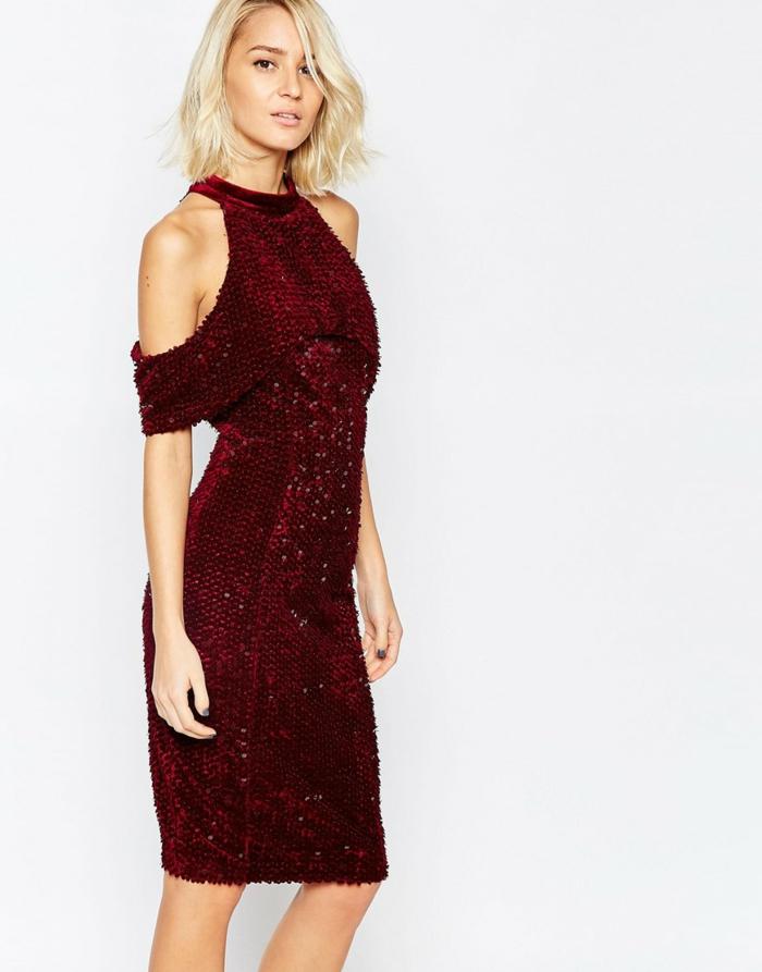 vestidos de fiesta baratos, elegancia en rojo, corte de vestido original con los hombre abiertos, lentejuelas rojas, pelo corto suelto