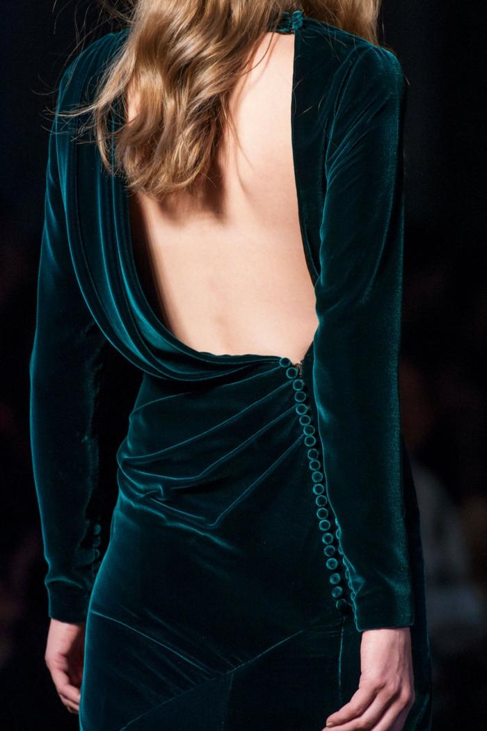 vestidos nochevieja, vestido asimétrico con espalda descubierta, terciopelo verde, largas mangas