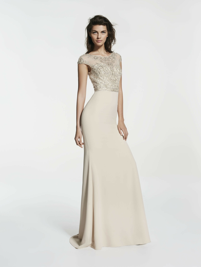 vestidos boda, largo vestido en beige con parte superior de encaje, falda muy largo, pelo suelto