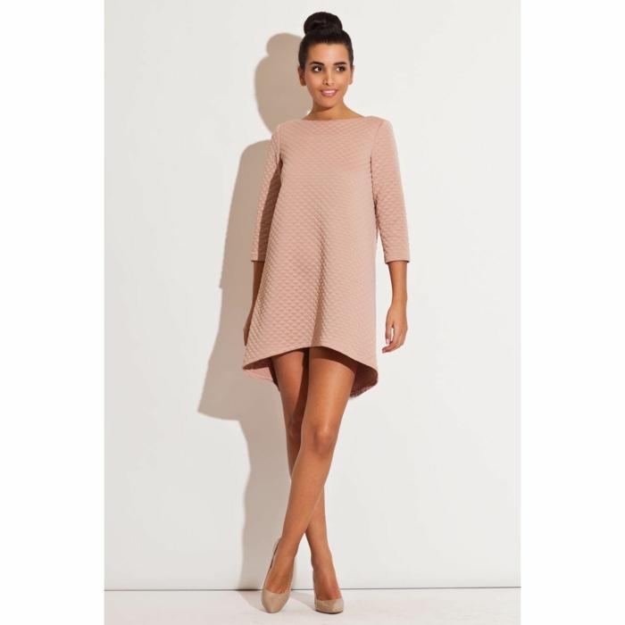 vestidos boda, propuesta en rosado, vestido corto, pero elegante, pelo recogido en grande moño alto