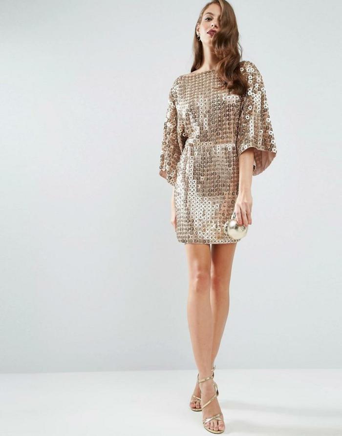 vestidos fin de año, vestido reluciente con lentejuelas, longitud corta, mandas originales, zapatos en dorado correas finas