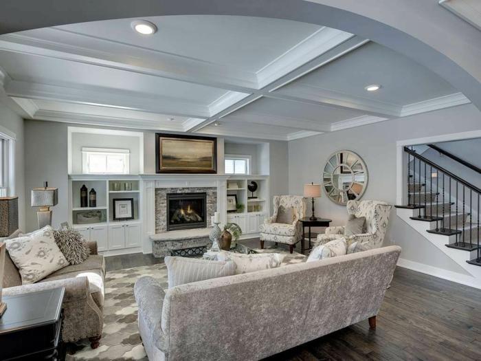 salones vintage, salón en blanco con muebles vintage con estampados geométricos, suelo de parquet